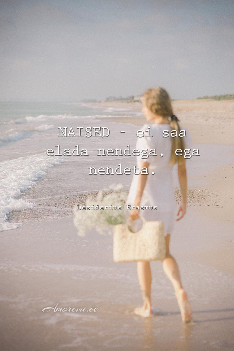 Tsitaadid naistest: naine rannal