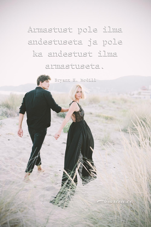 Tsitaat armastusest, pildil mees naisega koos