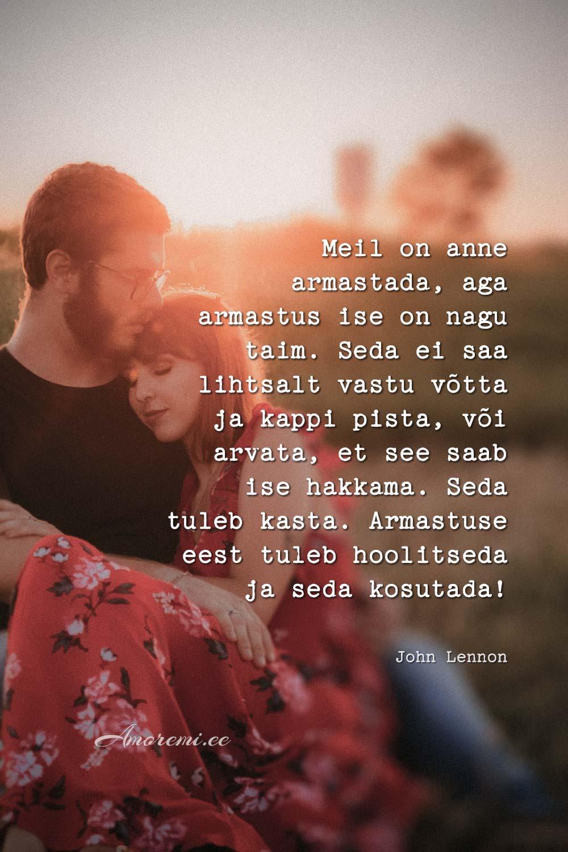 Armastuse tsitaadid: mees ja naine kallistavad