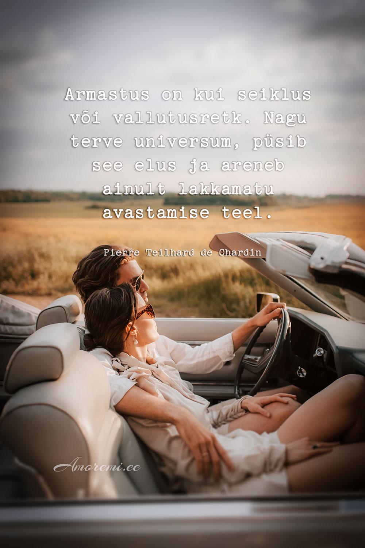 Tsitaadid armastusest - mees ja naine autos