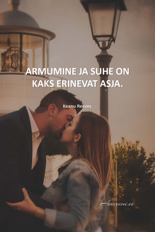 Tsitaadid suhetest: paar suudleb