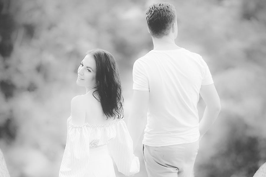 Mees ja naine käsikäes