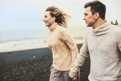 Paar koos rannas