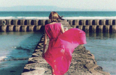 Naine roosas