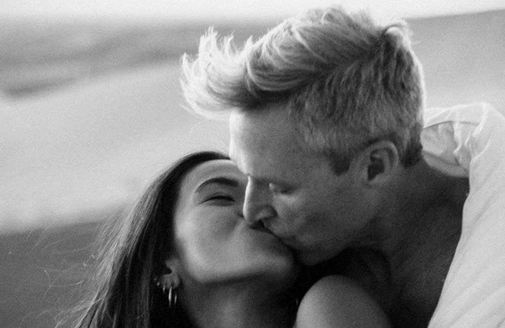 Suudlev paar
