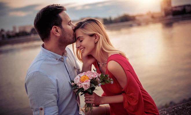 Naine ja mees suudlus