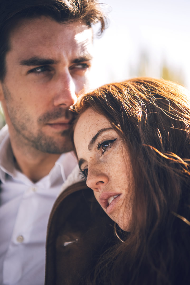 Naine ja mees kurbus