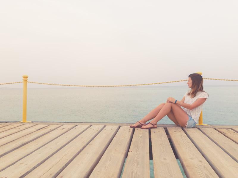 Naine mere ääres