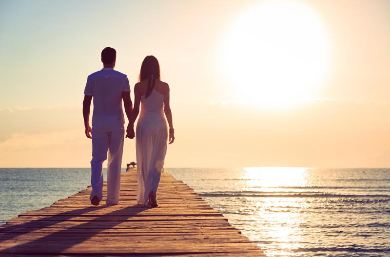 Armastuse õppetunnid: Kaaslasega mere ääres jalutamas