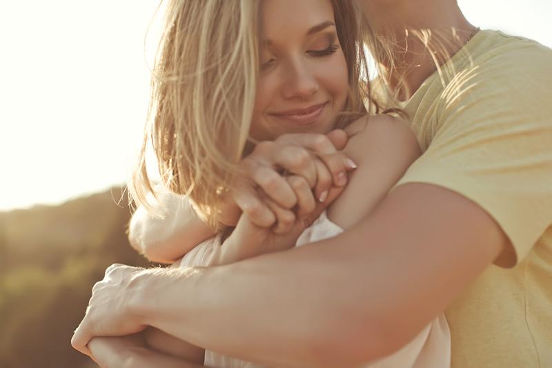 Armastus: õige kaaslasega kallistamas