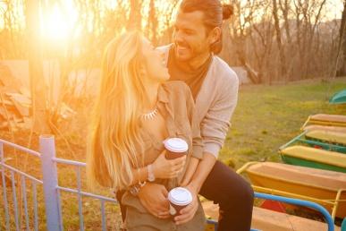 Armastus leitud: Paarike kallistab