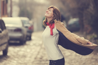 Naine on õnnelik ja rahul
