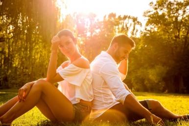 Naine ja mees suhteprobleemiga