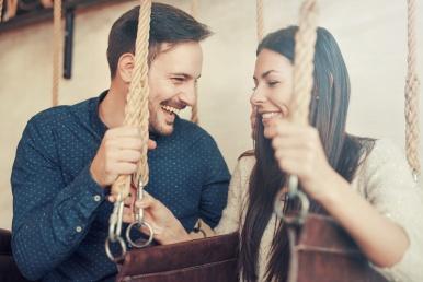Paar veedab rõõmsalt aega koos