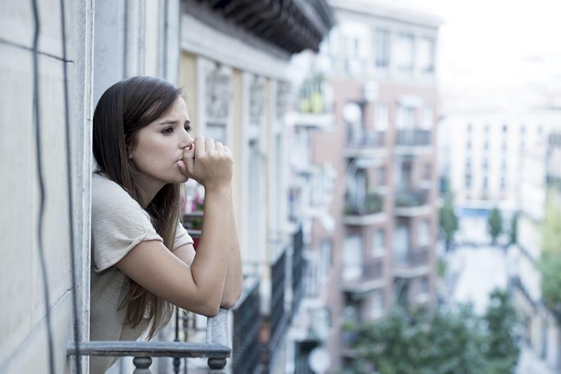 Õnnetu naine üksi