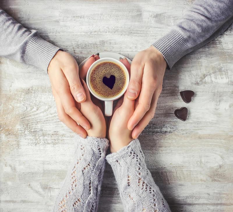 Hoiavad käest kinni ja südamega kohv