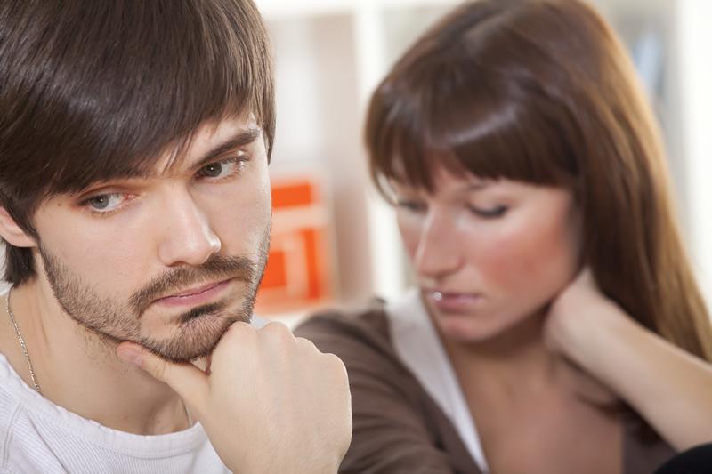 Mees ja naine suhtes õnnetud