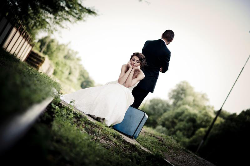 Naine ja mees lahku minemas