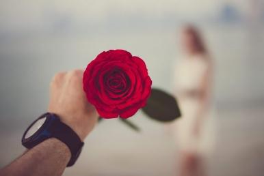 Lill armsale naisele