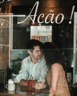 Kaaslasega kohtingul kohvikus