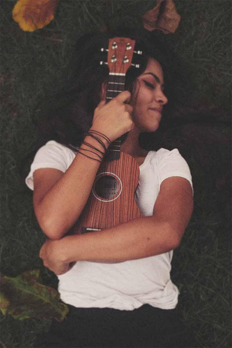 Naine profiilifoto kitarriga
