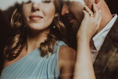 Armastus või manipuleerimine- flirtiv paarike koos