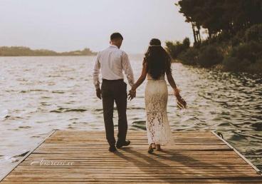 Armastav paar sillal