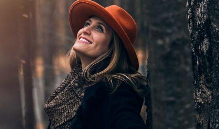 Naeratav naine