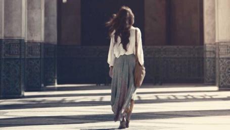 Naine üksi