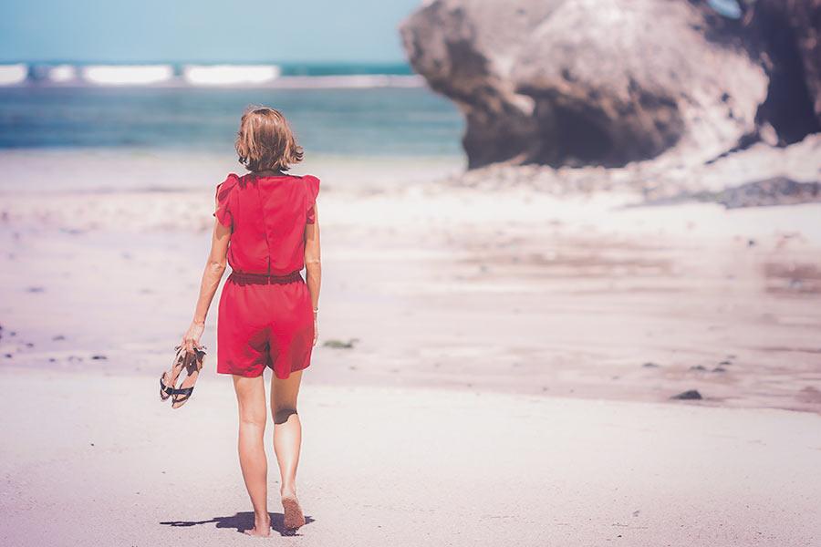 Vallaline naine mere ääres
